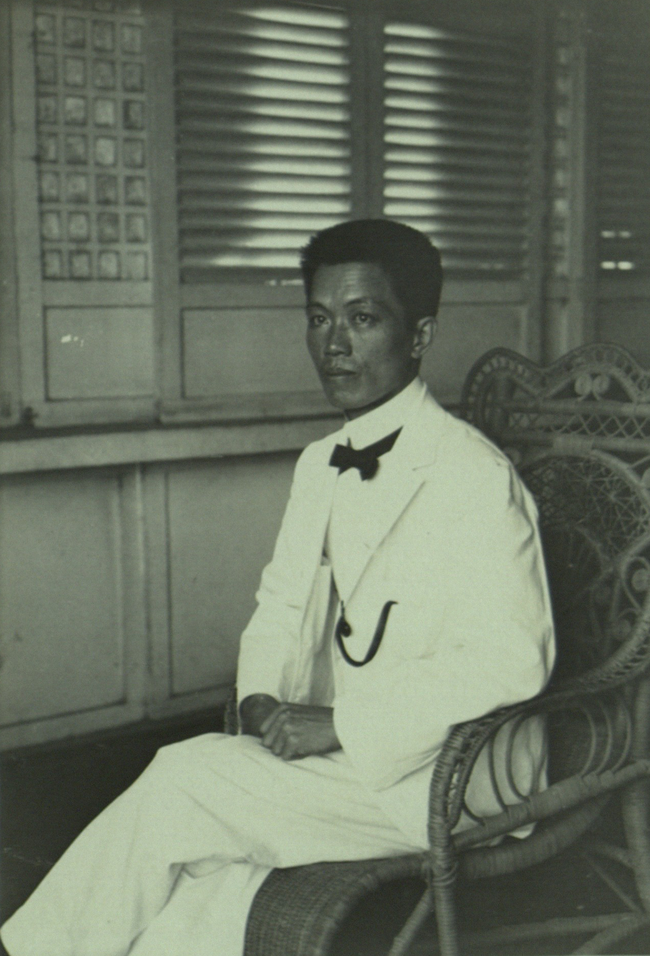 emilio aguinaldo and rizal Emilio aguinaldo (1869–1964) was a filipino general who played an important role in the philippine revolution against spain, and later led filipino insurgent soldiers against american forces in 1898, the united states supported filipino general emilio aguinaldo in his efforts against the spanish.