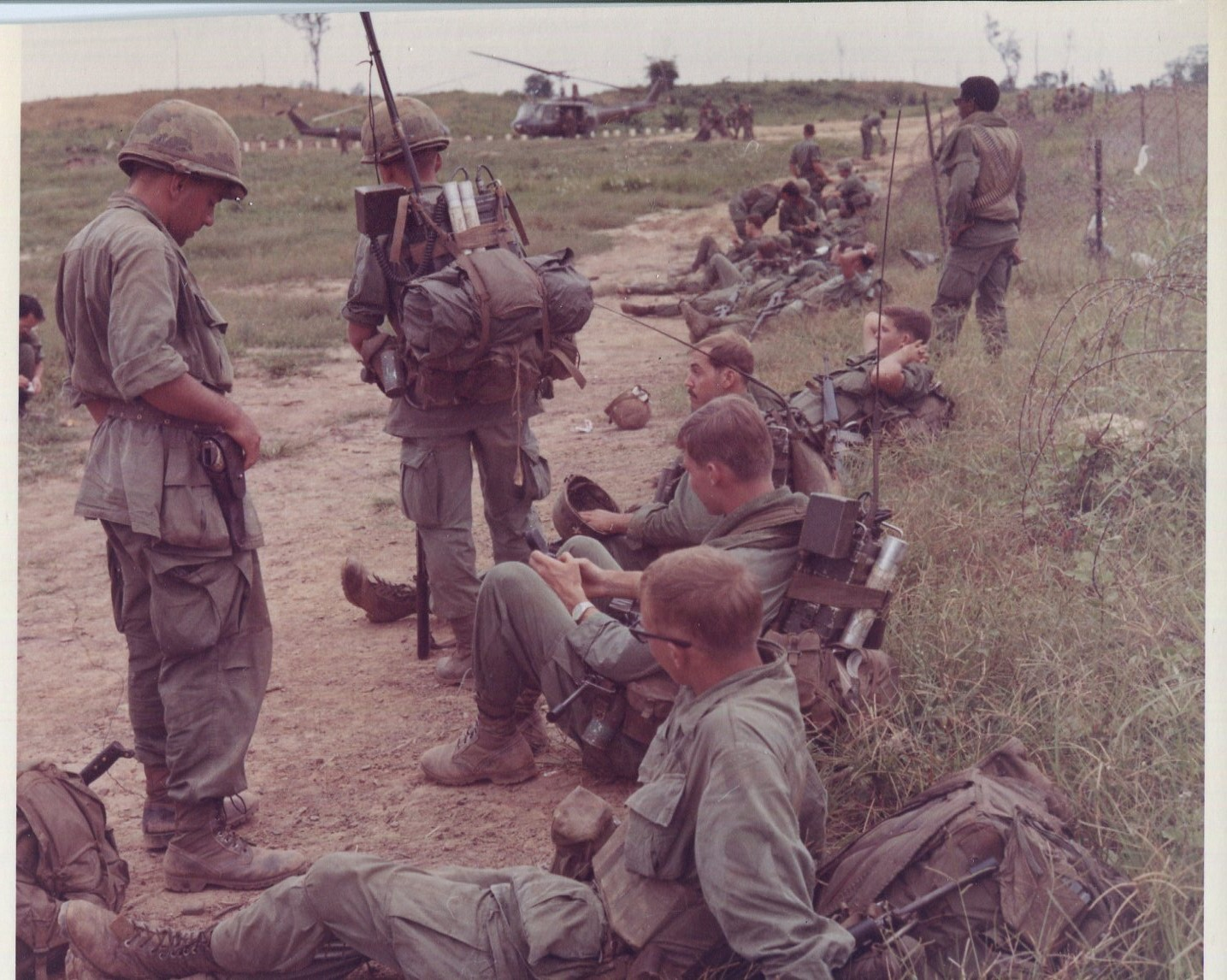chain of command from infantry in vietnam to the president Assignment help  history  looking all the way up the chain of command from the infantry soldiers in vietnam to the president, write a short paper that will correlate the understanding of roe with the limited war ideology and its assumptions as seen through the perspective and experiences of the six levels.